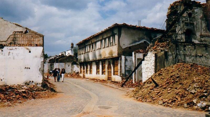 Streetscape of destroyed village during Kosovo War, 1999. Photo Credit: Marietta Amarcord, Wikipedia Commons