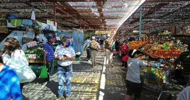 Chilean Army controlling the accesses to a local market. Photo: Ejército de Chile (CC BY-NC-SA 2.0)