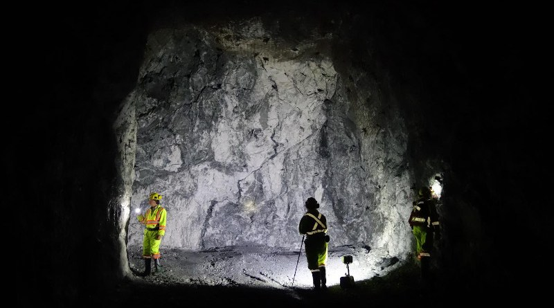 McGill Colloidal Au research team study a mineralized (gold-bearing) vein underground at the Brucejack mine. CREDIT Duncan McLeish