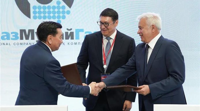 """President of PJSC """"LUKOIL"""" Vagit Alekperov and Chairman of the Management Board of JSC NC """"KazMunayGas"""" Alik Aidarbayev signed a sale and purchase agreement for a 49.99% stake in the charter capital of Al-Farabi Operating LLP. Photo Credit: LUKOIL"""
