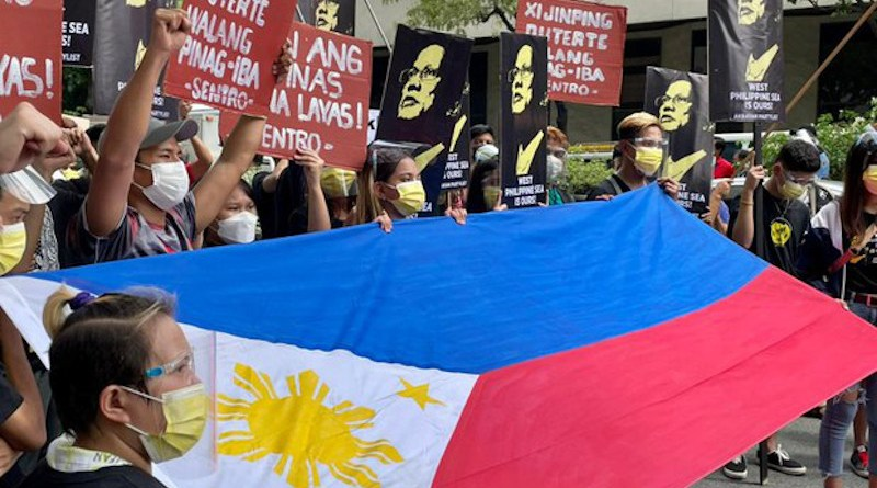Protesters display a Philippine flag outside the Chinese consulate in Manila. Photo Credit: Jason Gutierrez/BenarNews