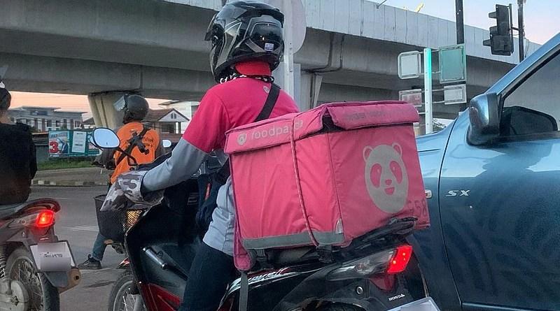 A Foodpanda driver in Chiang Rai Province, Thailand. Photo Credit: Chainwit, Wikipedia Commons