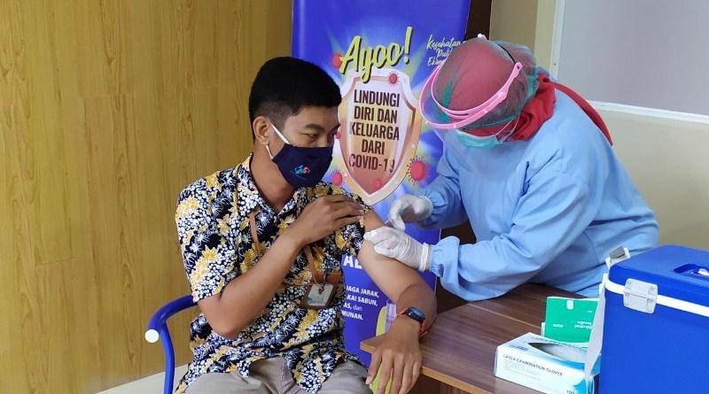 A vaccination in Central Java, Indonesia CREDIT Fadil Fauzi