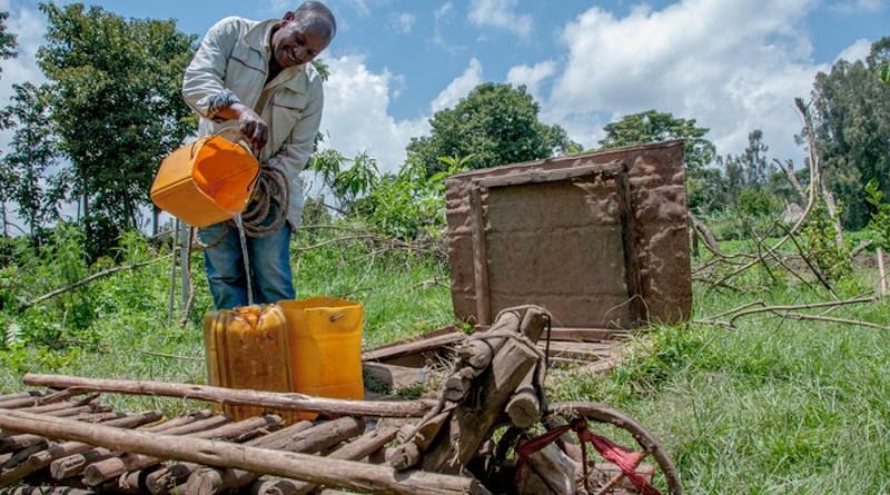 A farmer draws water from a well in Hosana, Ethiopia. CREDIT: Georgina Smith