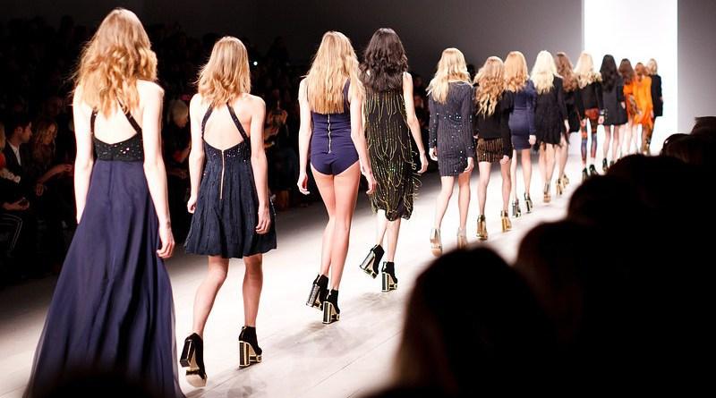 Catwalk Models Women Fashion Fashion Show Trendy