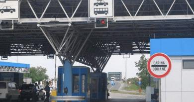 Border crossing between Croatia and Bosnia and Herzegovina, near the city of Bihac. [Alexandra Brzozowski]