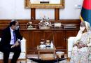 File photo of Pakistan High Commissioner to Bangladesh Imran Ahmed Siddiqui with Bangladesh Prime Minister Sheikh Hasina. Photo Credit: Bangladesh PM Office