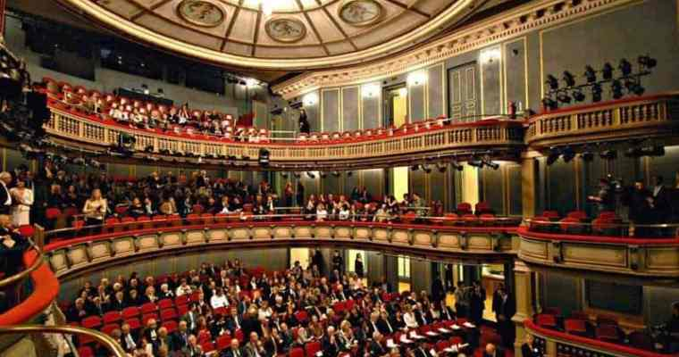 Theatrical nights in Athens