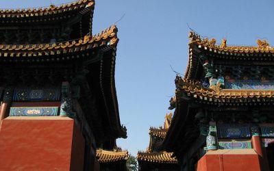 Je voudrais savoir pourquoi les avants-toits des pagodes et de certaines maisons chinoises sont recourbés.