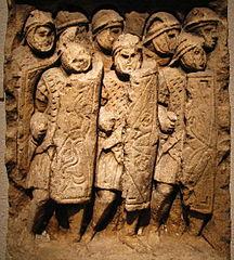 Stèle de Glanum représentant des légionnaires romains