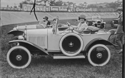 Je recherche des ouvrages à livre pour étudier l'évolution de l'image de la femme dans le secteur de l'automobile
