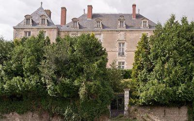 Quelles sont les caractéristiques du château de Rochemaux à Charroux ?