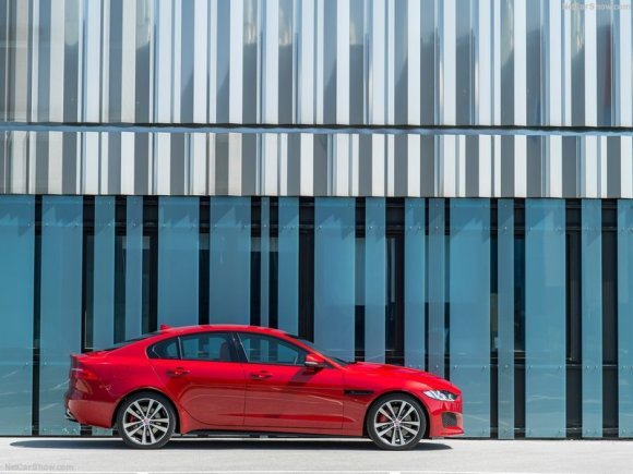 Jaguar-XE_S_2016_800x600_wallpaper_1b