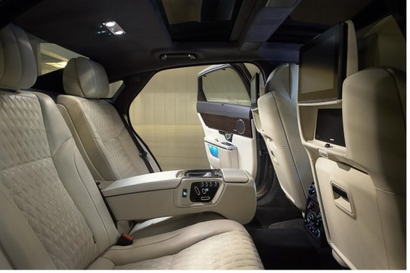 2016-Jaguar-XJ-rear-cabin-officially-unveiled-900x601
