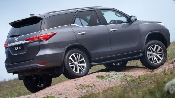 hr_15_Fortuner_Reveal_05-e1437026349689-850x478