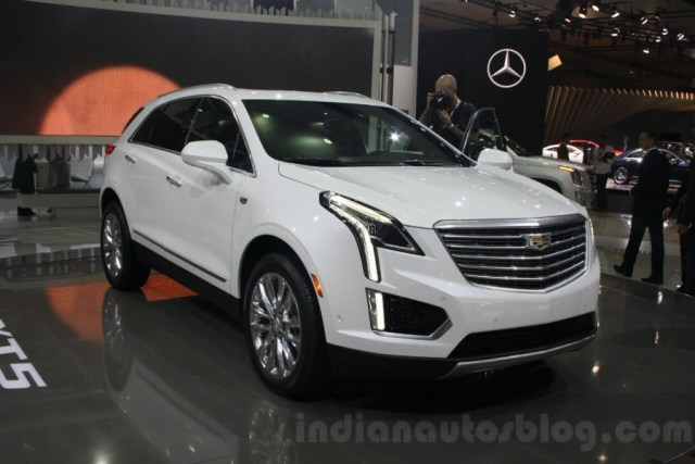 Cadillac-XT5-front-quarter-at-DIMS-2015-900x600