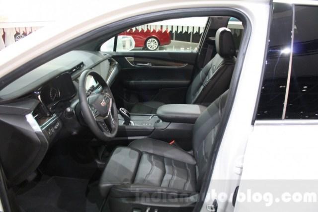 Cadillac-XT5-front-seats-at-DIMS-2015-900x600