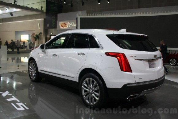 Cadillac-XT5-tail-lamps-at-DIMS-2015-900x600