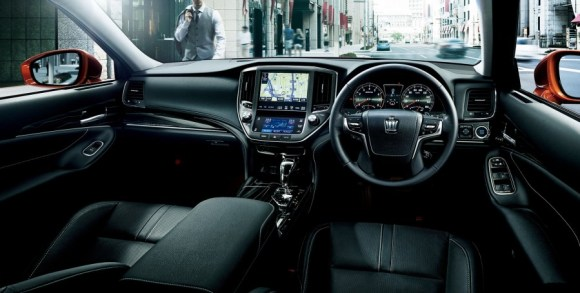 Toyota-Crown-Athlete-interior-official-900x454