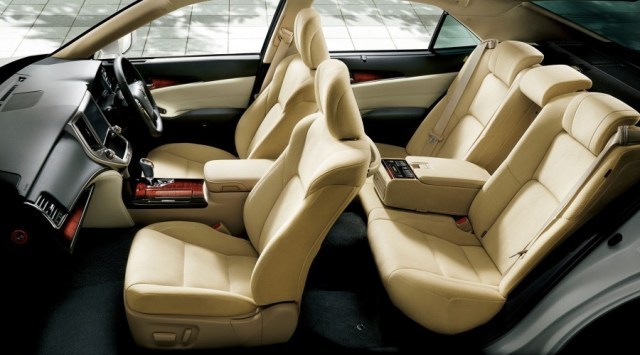 Toyota-Crown-Royal-interior-official-900x499
