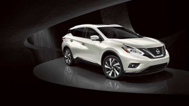 2017-Nissan-Murano-front-view-pearl-white-color-headlights-grille-and-alloy-wheels