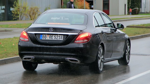 2018-mercedes-benz-c-class-spy-shots-3