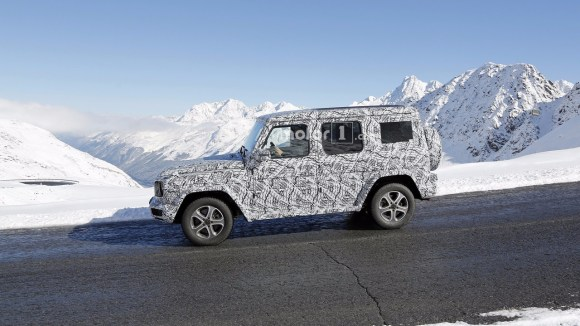 2018-mercedes-g-class-spy-photo-2
