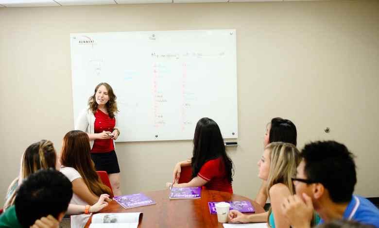 Escola de inglês gratuita no exterior