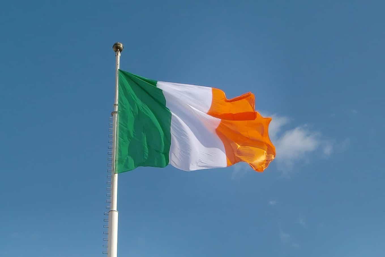 A Primeira Bandeira Do Brasil Republica bandeira da irlanda: veja quais são as cores e os significados