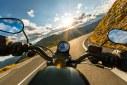 Melhor seguro viagem de moto: saiba o que é e quanto custa