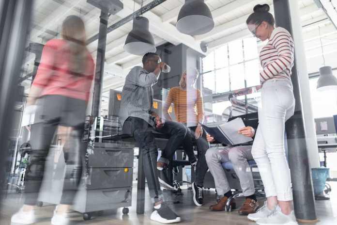 Como trabalhar em Portugal: visto, salários e oportunidades