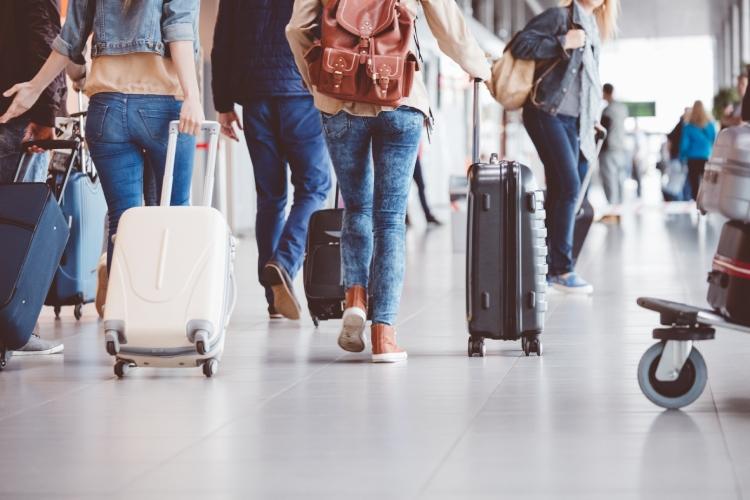 Viajantes no aeroporto