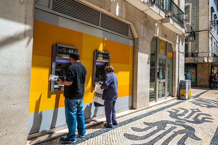 funcionamento dos bancos em Portugal