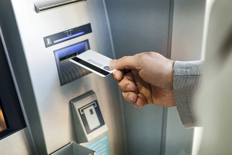 Prós e contras do cartão pré-pago internacional