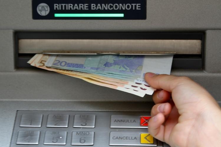 Saque de dinheiro na Itália