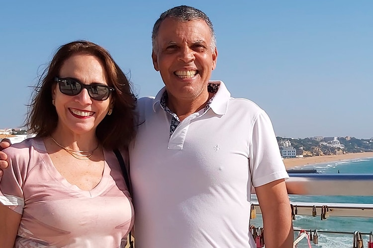 Suzan e Romeu, casal aposentado no Algarve