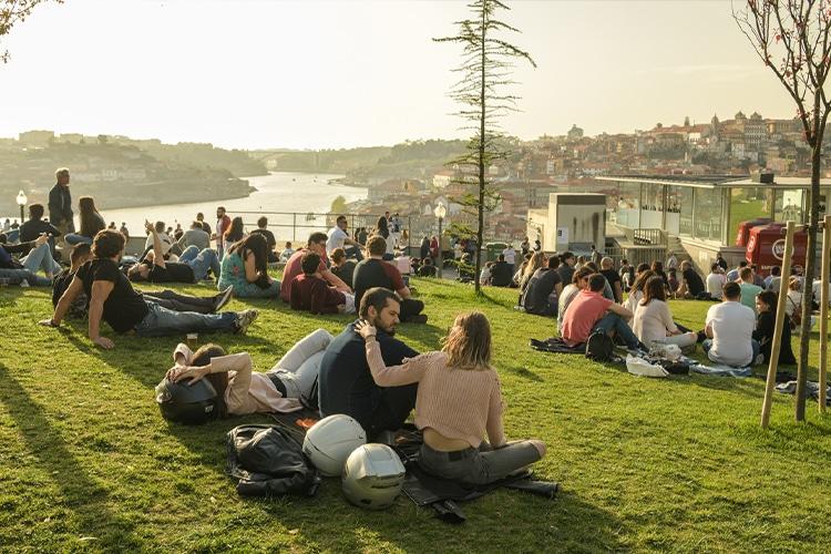 Procure por entretenimento gratuito em Portugal