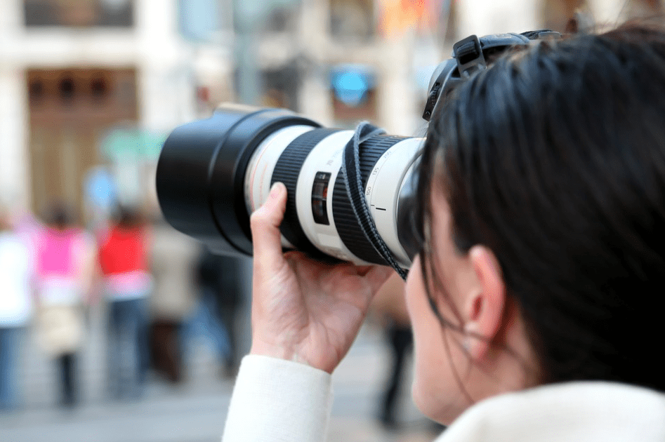 COVID-19 - mujeres periodistas y su cámara