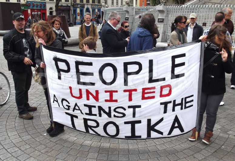 1370188182-irish-march-in-solidarity-against-the-troika_2111544