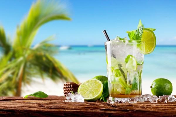 refreshing_tropical_drinks_45122747_l-2015-1140×760