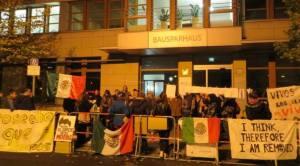 Plantón afuera de la embajad de México en Berlín. Foto: México vía Berlín