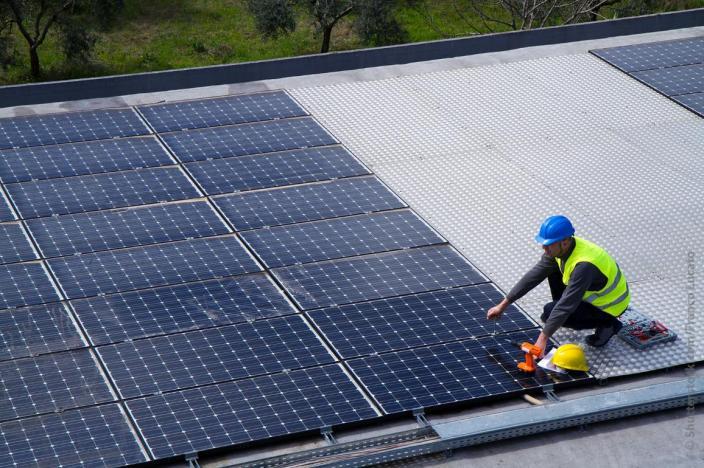 EU:ssa halutaan siirtyä uusiutuviin energianlähteisiin, kuten aurinkoenergiaan.