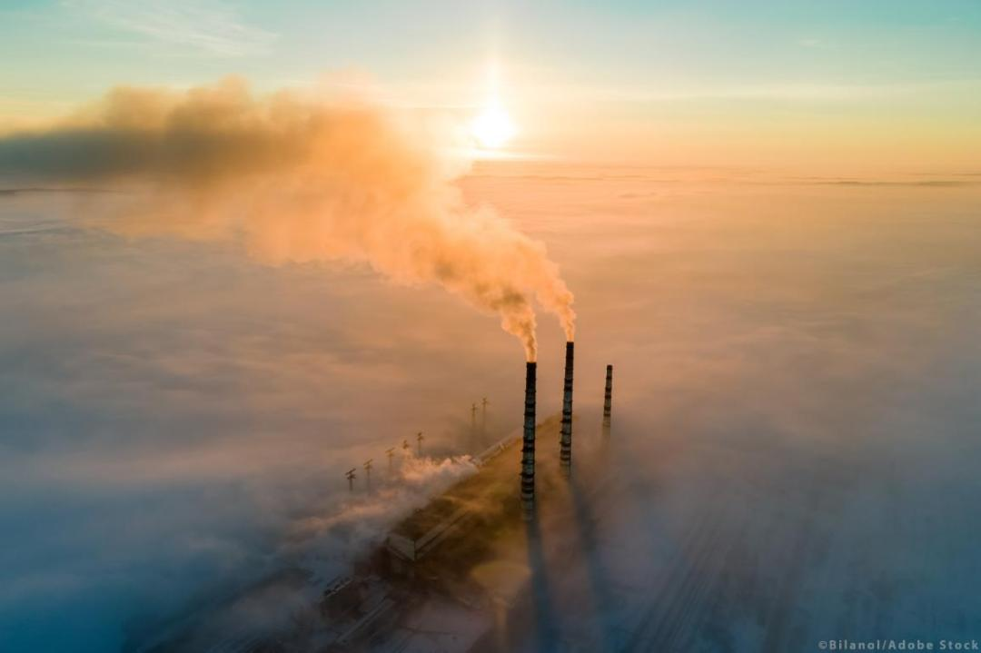 Aerial view of a coal power plant high pipes with black smoke at sunset. ©Bilanol/AdobeStock