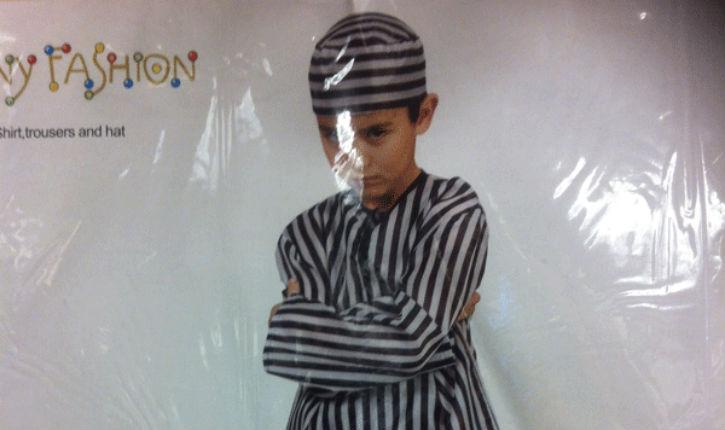 Comble de horreur: chez Delhaize on vend des costumes de carnaval reproduisant le pyjama rayé des camps d'extermination nazis !
