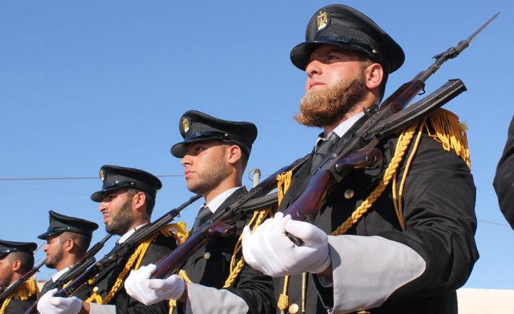Les policiers de Gaza font le salut nazi (vidéo)