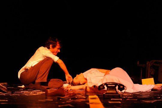 """Max Mayer und Franziska Hackl in der Uraufführung von """"Luft aus Stein"""" © Antoine Turillon / Schauspielhaus"""