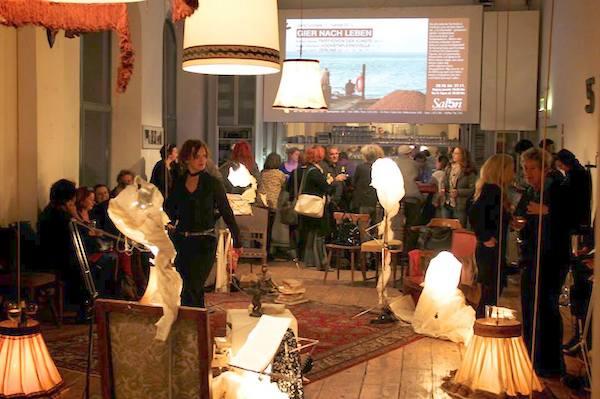 Das Publikum im Brick-5 erlebte eine gelungene Premiere der LiteraTurnhalle in Wien. (Foto: Salon5)