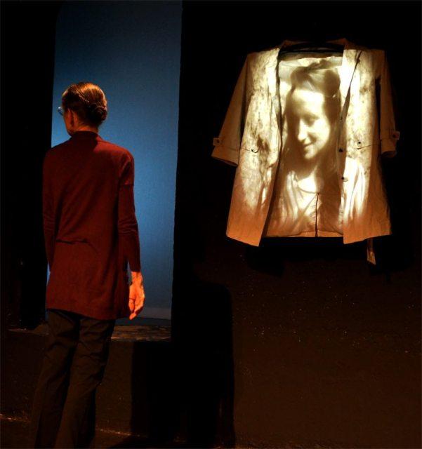 Frau an der Front im Theater Brett (Lukas Kavin)