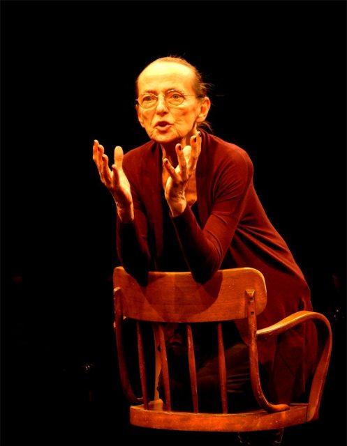 Frau an der Front im Theater Brett (c) Lukas Kavin