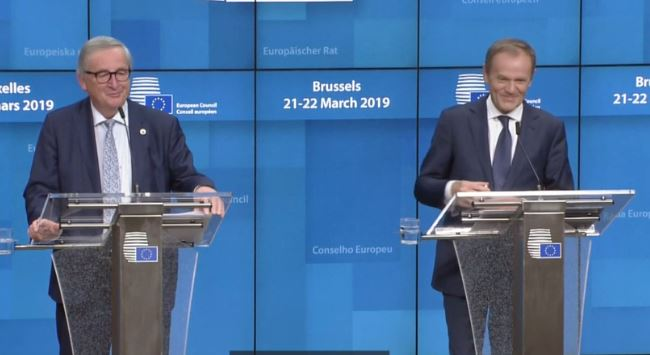 Jolly Tusk, Juncker Joke around in Late-Night Brexit Delay Press Conference Ended with 'Hell'
